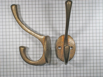 Hoed en jashaak, brons antiek