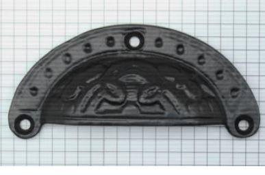 Komgreep massief bewerkt ijzer zwart 97 x 42 mm